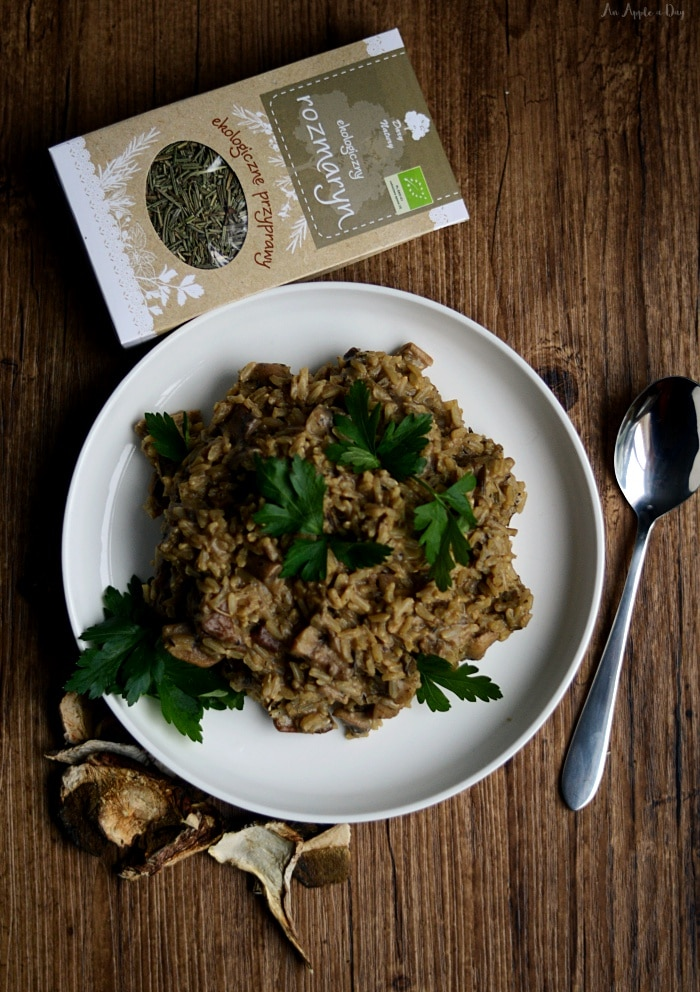 Pełnoziarniste risotto z grzybami.